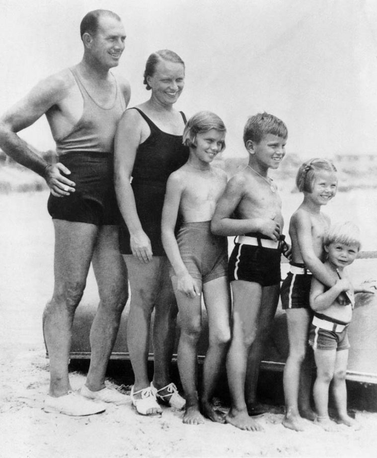 Jack Kelly's Family in the swimming suits