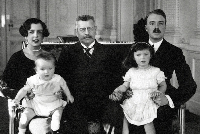 Louis II and his daughter Charlotte Grimaldi, her husband Count Pierre de Polignac and their children, the future Prince Rainier III and his sister Antoinette