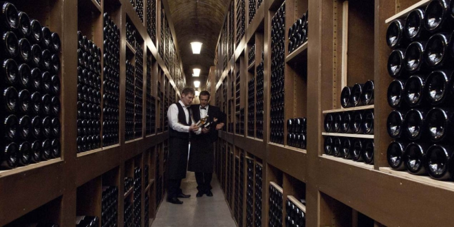 Legendary wine cellar under the hotel de paris for Paris hotel des bains