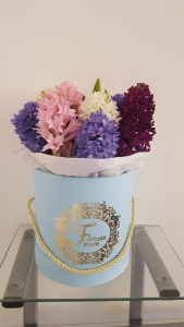 Fortuna Fleurs: flowers in a hatbox