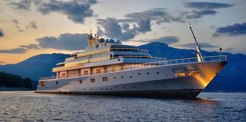 Oprah Winfrey on $300 million 138-meter superyacht Rising Sun