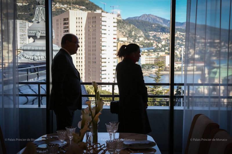 Взгляд на новый номер в память о Ренье III в Отеле де Пари