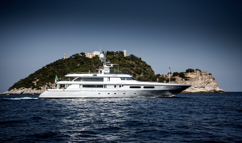 Regina- Inside Dolce and Gabbana's 50m yacht asking €18 million