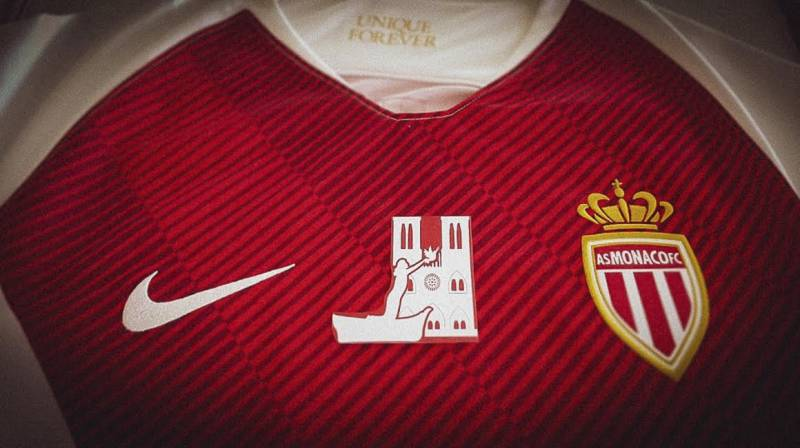 AS Monaco in Paris with a tribute jersey to Notre Dame