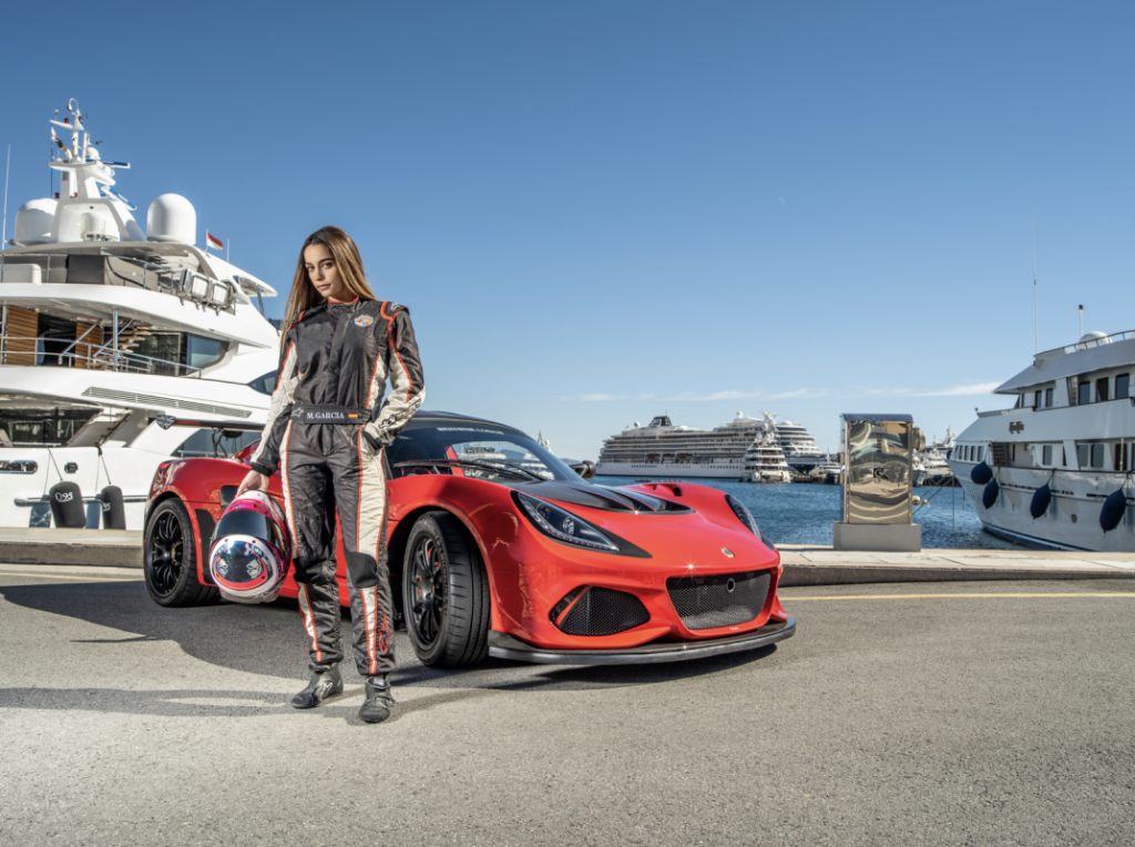 Marta Garcia makes a comeback to racing, takes P3