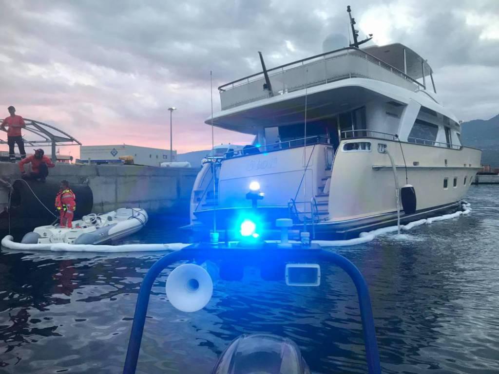 30m motor yacht Stoli resqued after collision