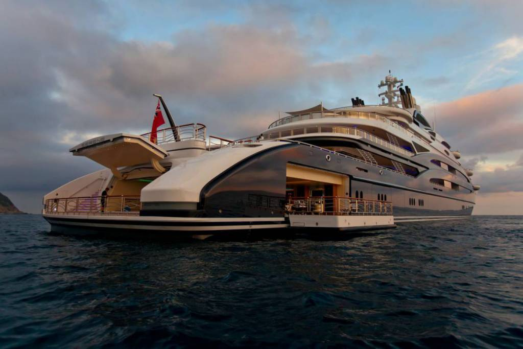 Is a $450 million Leonardo da Vinci placed aboard 134m superyacht