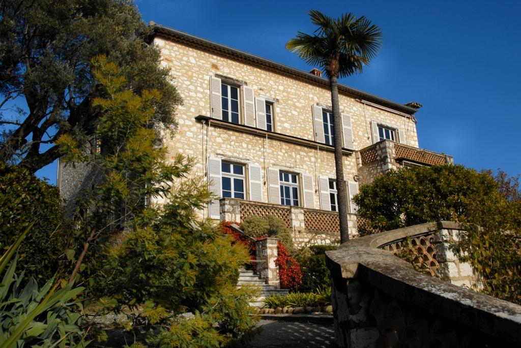 Prince Albert lends Renoir Painting to Collettes Villa