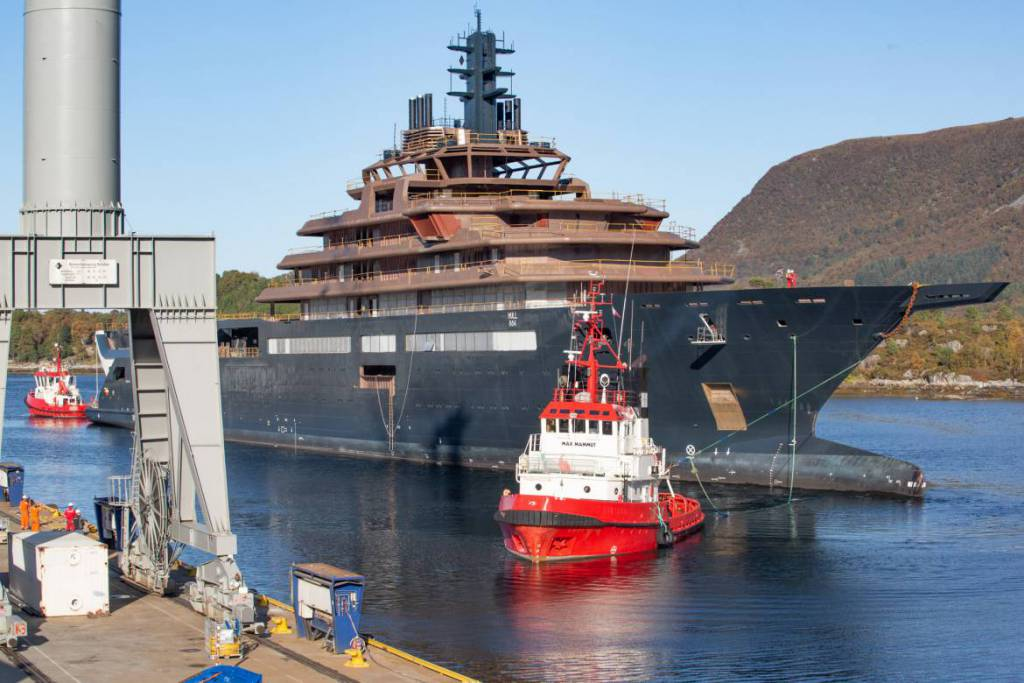 REV: the largest explorer vessel in the world moved to Norway