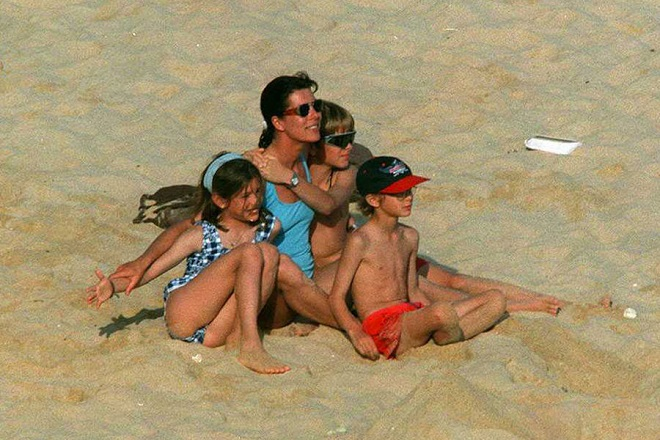 Princess Caroline with her children on the beach