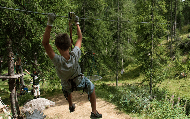 Photo of An idea for school vacations: tree climbing in Casterino