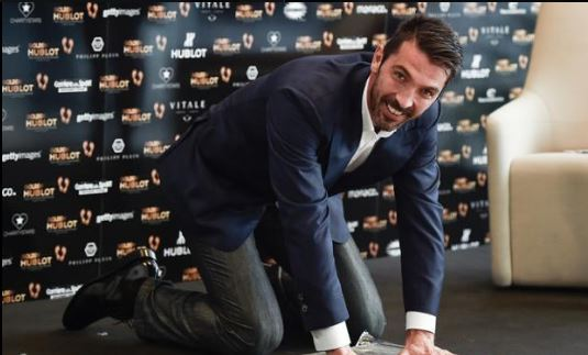 Buffon gets a Golden Foot 2016 Award