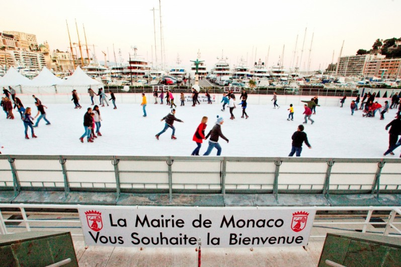 Open-air skating rink in Port de Monaco