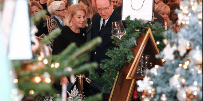 The Christmas tree auction in the Hotel de Paris