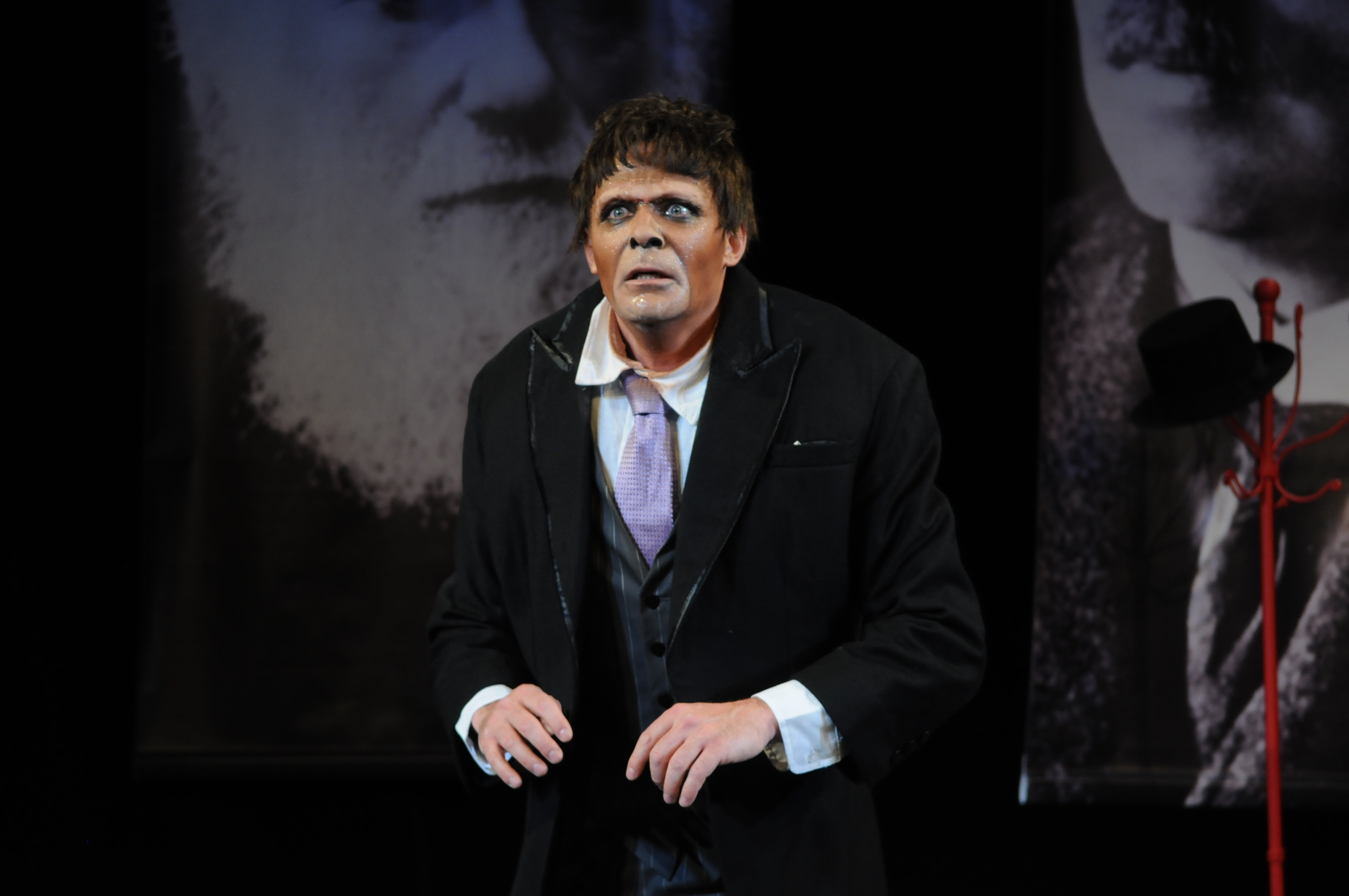 """The Gorilla"" in Théâtre des Muses"