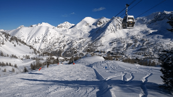 Photo of Top 7 Activities to Experience on Ski Holidays in France