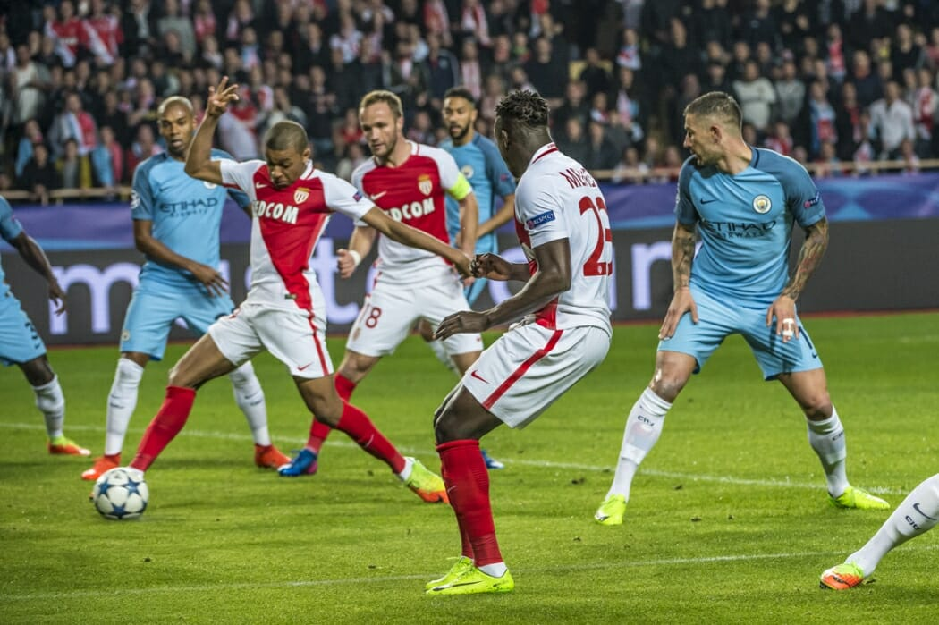 Photo of AS Monaco celebrates victory in 1/8 of UEFA Champions League over Manchester City 3-1