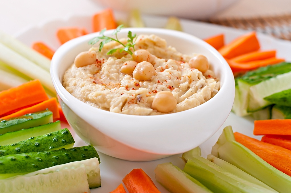Cruditeės and hummus