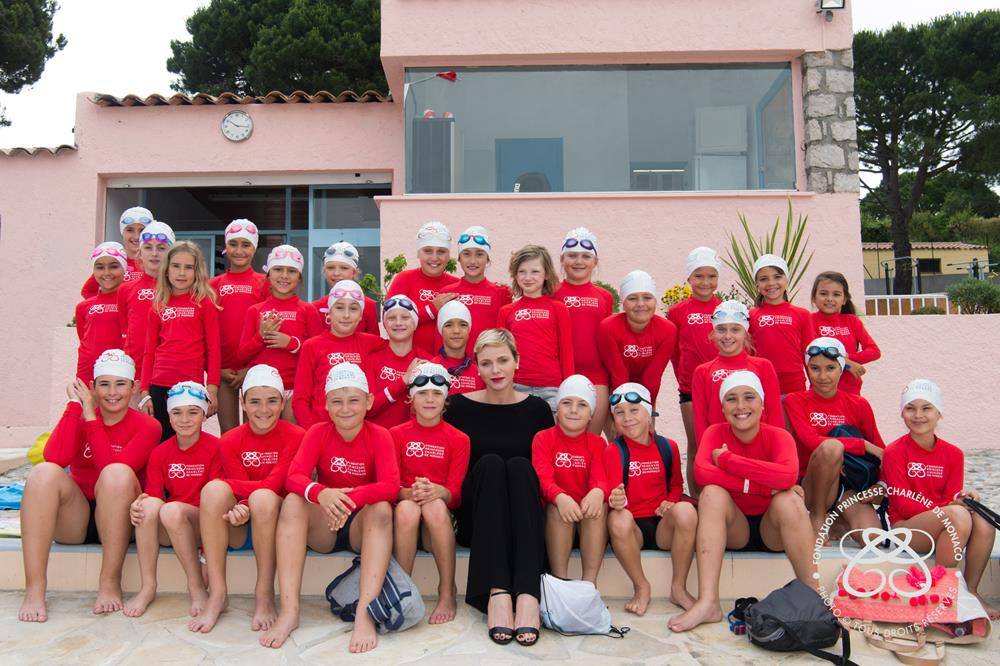 HSH Princess Charlene paid a visit to the municipal pool that carries her name on 22 June. Photo : Eric Mathon / Palais Princier