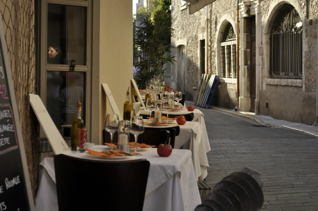 Antibes second largest city of the c te d azur of france for Restaurant jardin antibes