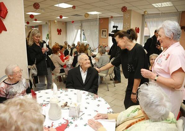 Princess Stephanie visits elderly at Hector Otto Foundation