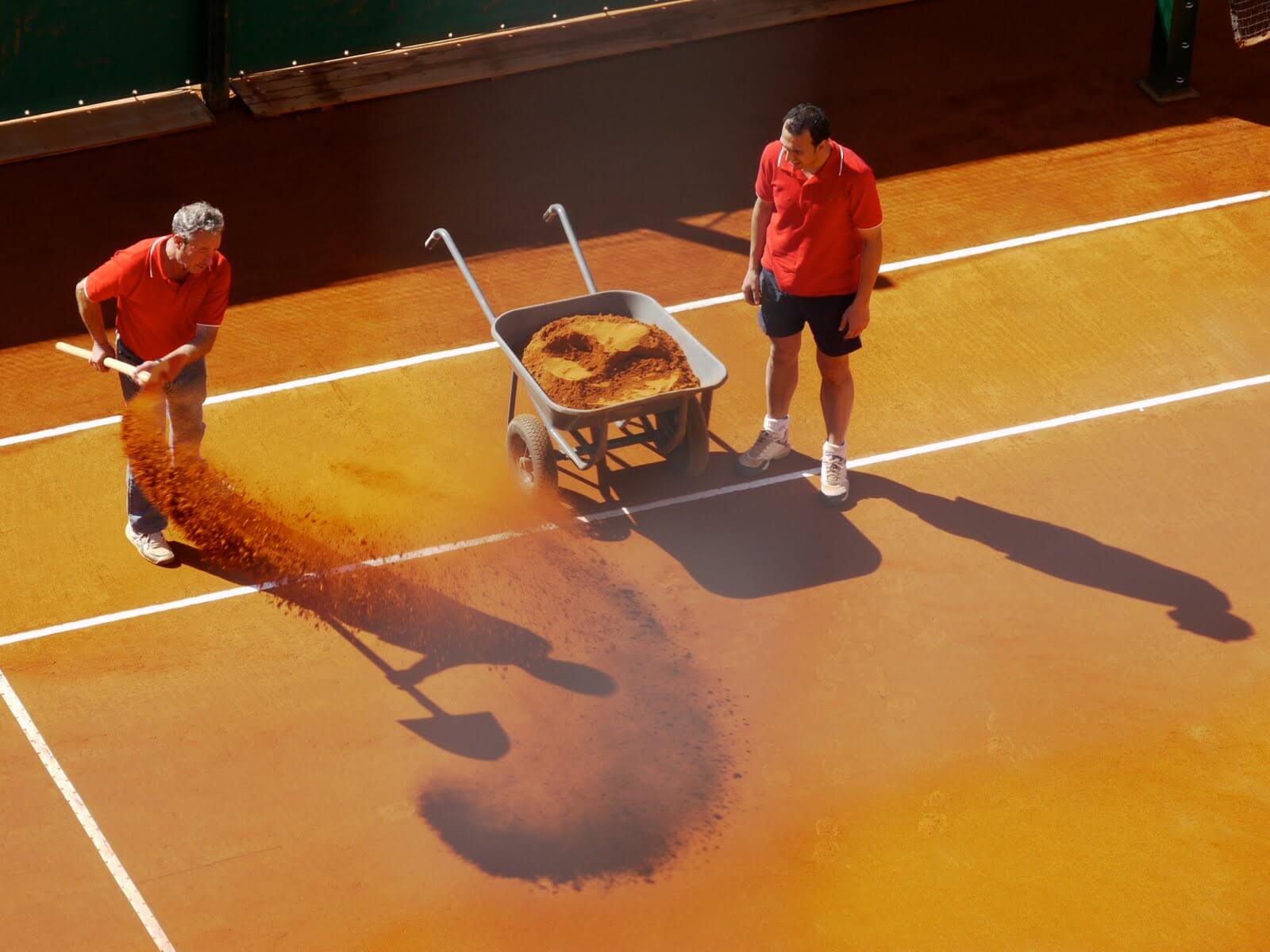 Monte-Carlo Masters preparing the clay court