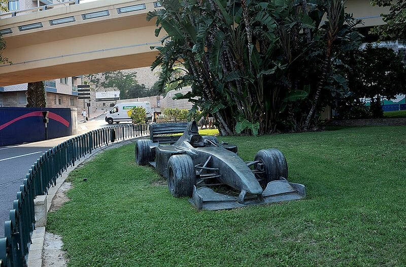 Statue of David Coulthard's F1 car