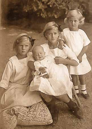 Margarita, Theodora, Cecilie and Sophie in 1914