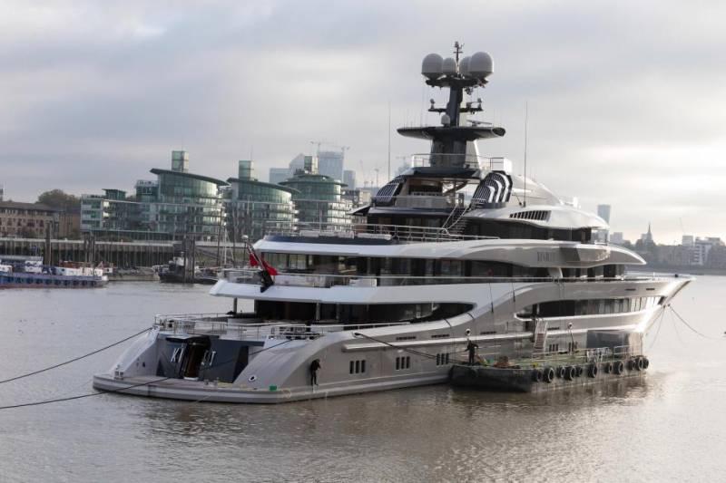 Billionaire's $200-million 95-metre superyacht Kismet spotted on the River Thames