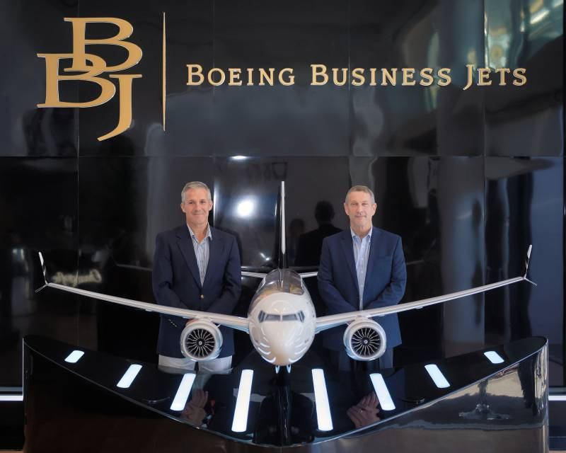 Gregory Laxton, President of Boeing Business Jets and Captain Alex Fecteau, his Director of Marketing.