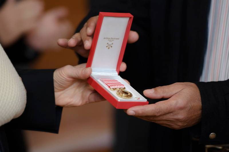 Minister of State presents Workers' Medals