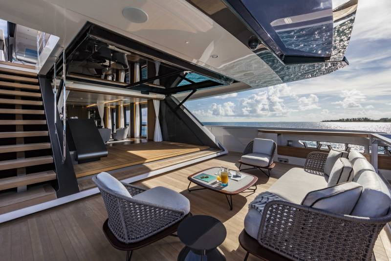 The striking technological invention on custom line 120' is honoured at the 2018 Boat Builder Awards