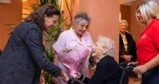 Дела княжеские: принцесса Стефания вручила рождественские подарки нуждающимся