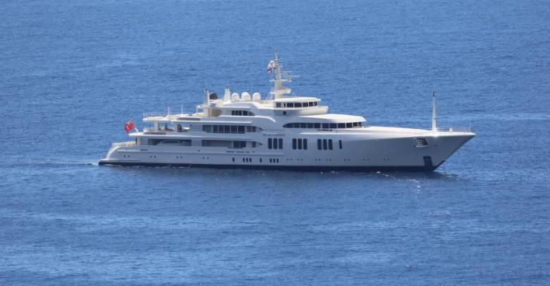 86m superyacht Ecstasea smashes bridge control booth in Sint Maarten