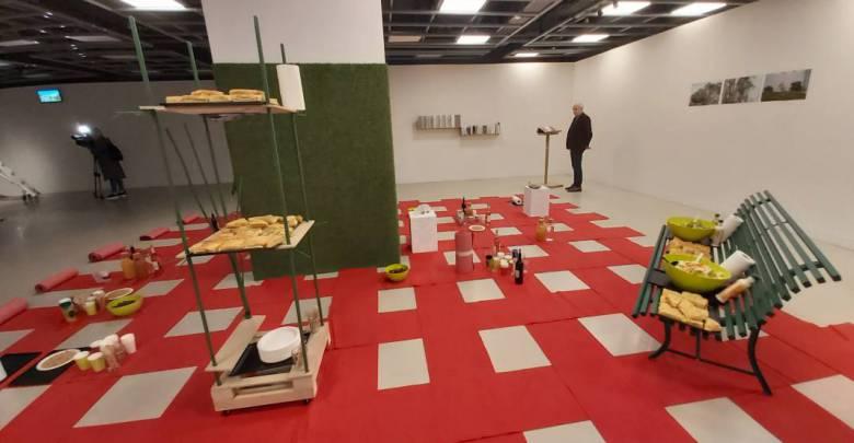 'Garden under way': an interactive multiparty showroom
